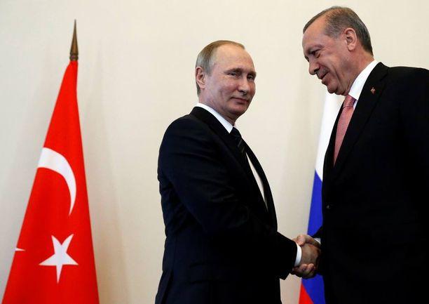 Venäjän ja Turkin presidentit tapasivat tiistaina Pietarissa hyvässä yhteisymmärryksessä.