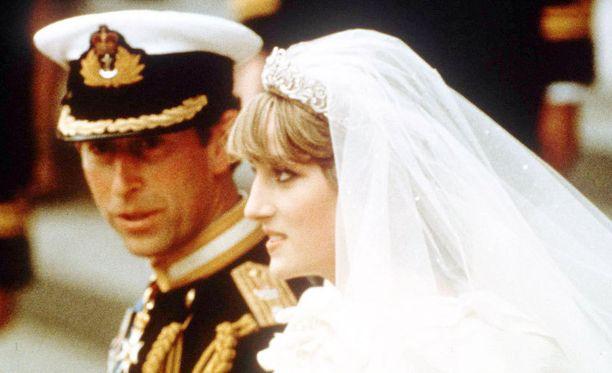 Sekä Diana että Charles halusivat perua häät. Heidät saatiin kuitenkin puhuttua ympäri.
