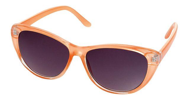 Myös aurinkolaseissa suositaan tänä kesänä rohkeita värejä. 5,95 €, Lindex