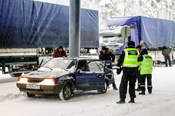 Sallan raja-asemalle saapuneita turvapaikanhakijoita tammikuussa.