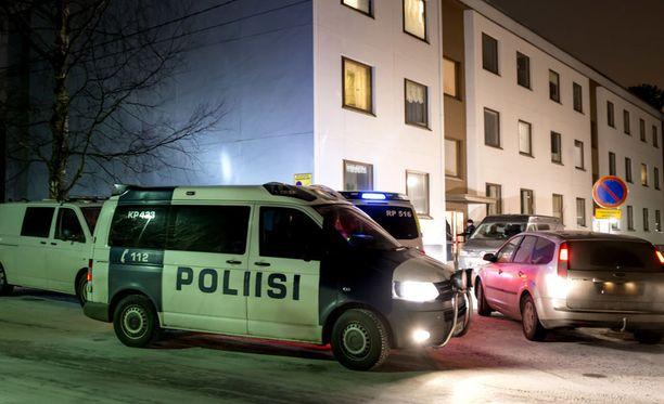 Veriteosta kerrottiin julkisuuteen perjantaina. Ruumiinosia löydettiin Pietarsaaren Permon kaupunginosasta.