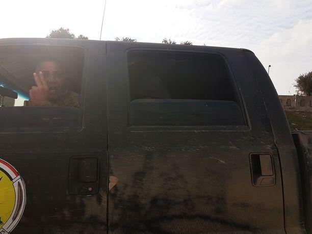 Kaikki pitivät pienenä ihmeenä, että takapenkillä piilotteleva poika pääsi ehjin nahoin pakoon Isisin valtaamasta Länsi-Mosulista.