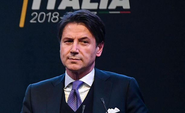 Viiden tähden liikkeen Giuseppe Conte luopui hallituksenmuodostajan tehtävistä sunnuntaina epäonnistuttuaan pääsemään yhteisymmärrykseen presidentti Sergio Mattarellan kanssa.
