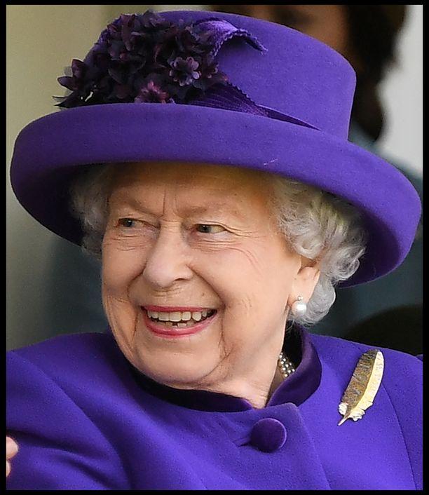 Kuningatar Elisabet II on jo 93-vuotias. Kuningatar työskentelee edelleen aktiivisesti.