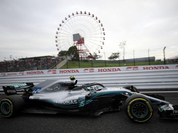 Valtteri Bottas vauhdissa Suzukan radalla.