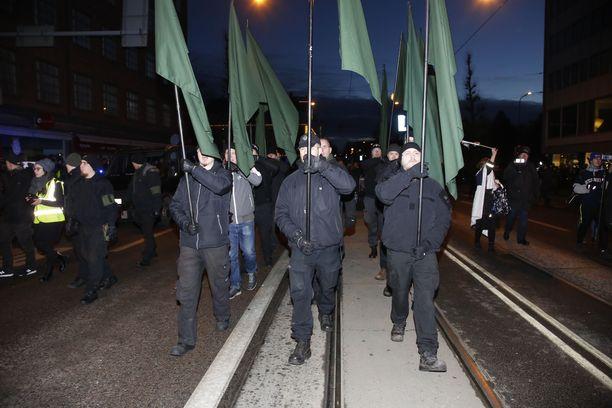 PVL marssi Helsingissä vuosi sitten. Nyt marssi kiellettiin, mutta tilalle kyhättiin uusi.