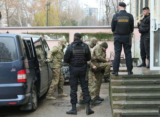 Merimiehet pysyvät vangittuina Moskovassa.