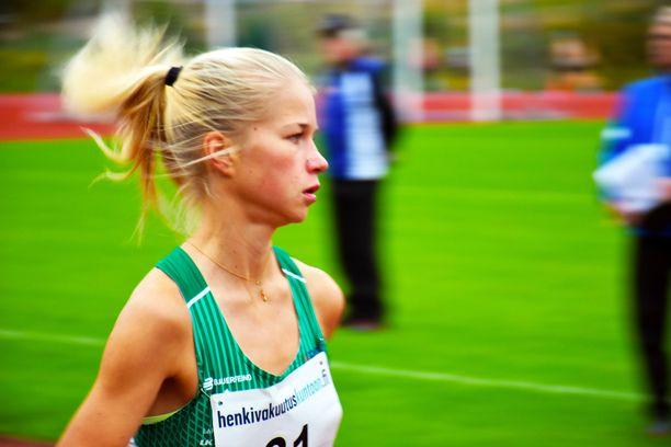 Alisa Vainio juoksi maratonin SM-kultaan Joutsenossa.