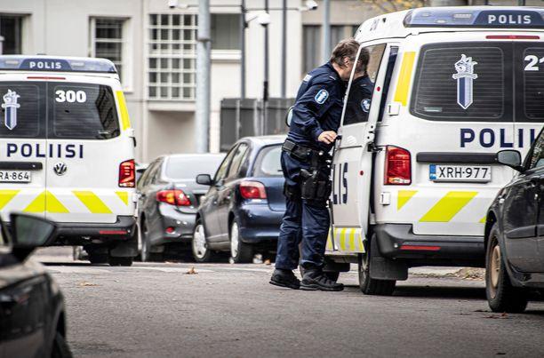 Poliisi tavoitti tapon yrityksestä epäillyt miehet noin kuukausi veriteon jälkeen. Kuvituskuva.