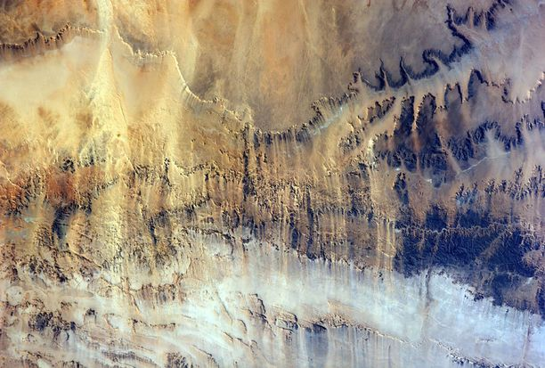 Tuulenpieksemä laakso Pohjois-Afrikassa.
