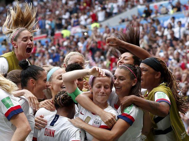 Yhdysvallat juhlii taas naisten jalkapallon MM-kultaa.