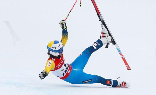 Pietilä Holmnerin kisa romahti, kun hän laski porttia päin rinteen loppuosassa.