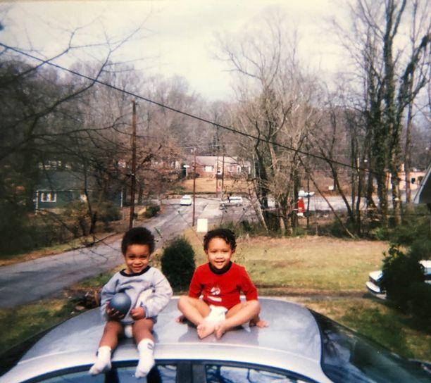 Perhe muutti pian tyttöjen syntymän jälkeen Atlantaan, jossa tytöt varttuivat.
