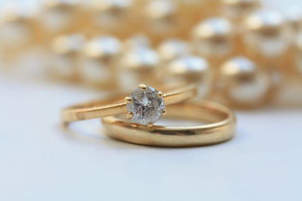 Ensimmäinen avioliitto päättyy Suomessa eroon 39 prosentin todennäköisyydellä.
