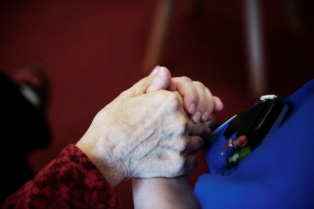 Valviran tekemän kyselyn mukaan 93 prosenttia sosiaalihuollon työntekijöistä on havainnut vanhusten kaltoinkohtelua.