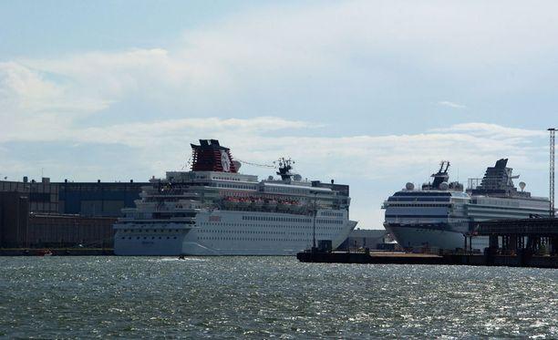 Laivojen kiinnittämiseen tarkoitettu kiinnitystolppa irtosi Tukholman satamassa. Kuvituskuva Tukholman satamasta.