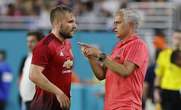 Jose Mourinhon (oik.) ManU hakee kauden avausvoittoaan Valioliigan ensimmäisen kierroksen ottelussaan Leicesteriä vastaan.