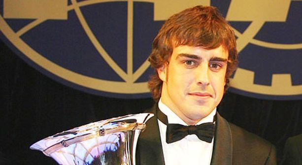 TAKAISIN OIKEISIIN TÖIHIN. Alonso voi pian luopua rusetistaan ja hypätä ajohaalareihin.