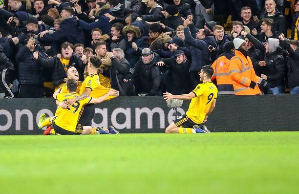 Wolves juhlii Diogo Jotan voittomaalia.