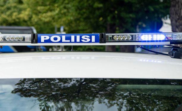 Ammattikuljettaja jäi poliisin raskaan liikenteen valvonnassa kiinni liian lyhyistä lepotauoista. Kuvituskuva.