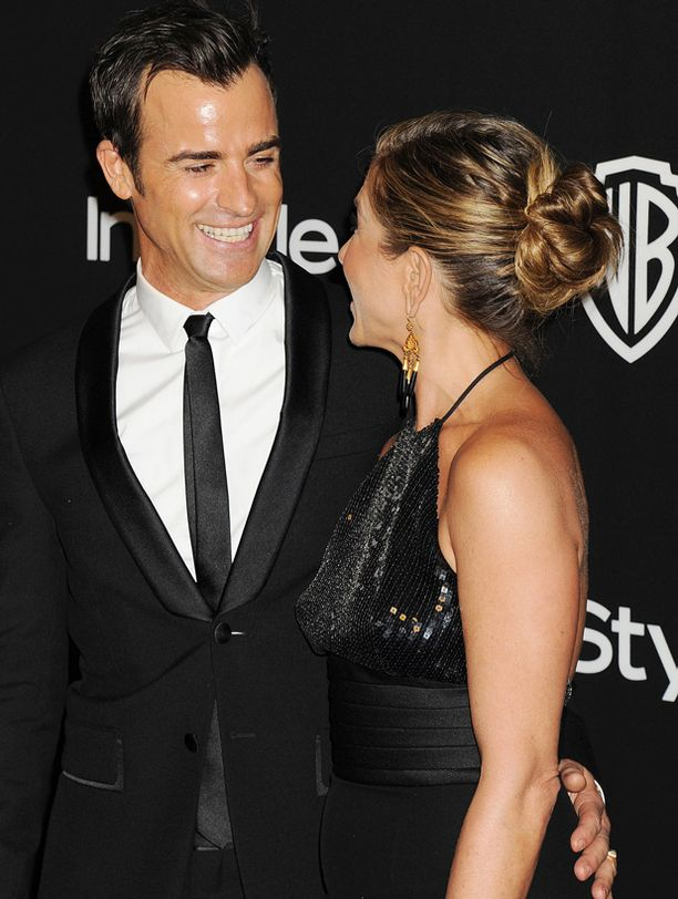 Jennifer sädehti kihlattu Justin Therouxin rinnalla punaisella matolla.