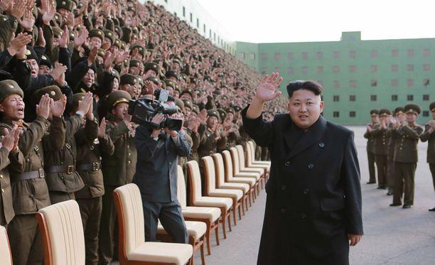"""Pohjois-Korean diktaattori on valmistanut armeijaansa """"yllätyshyökkäyksiin""""."""