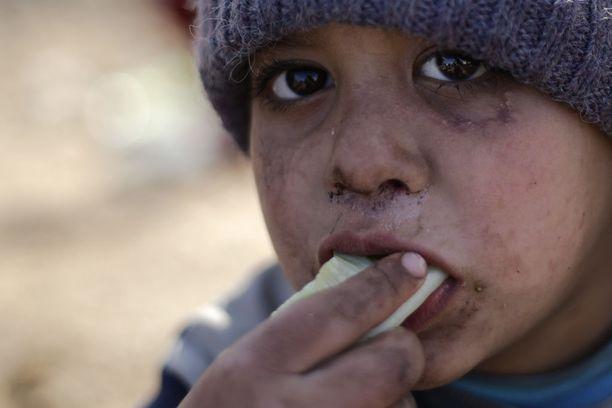 Itä-Alepposta paennut poika Jibreenin kylässä viime lauantaina.