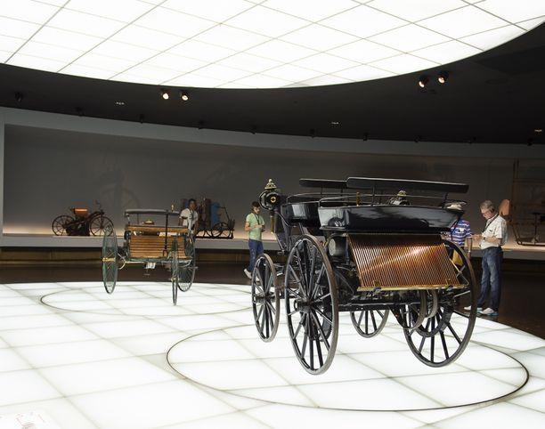 Paraatiauto sodassa ja Hopeanuoli radalla  Stuttgartin museossa on ... 3537b7b4a9132