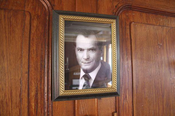 Aluksen salongissa on aina kulloisenkin tasavallan presidentin kuva. Vaalien jälkeen aina katsotaan, kenen kuva siellä on, Jukka Väisänen naurahtaa.