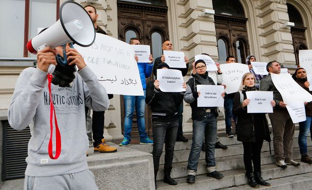 Kuva turvapaikanhakijoiden mielenosoituksesta Tampereelta.