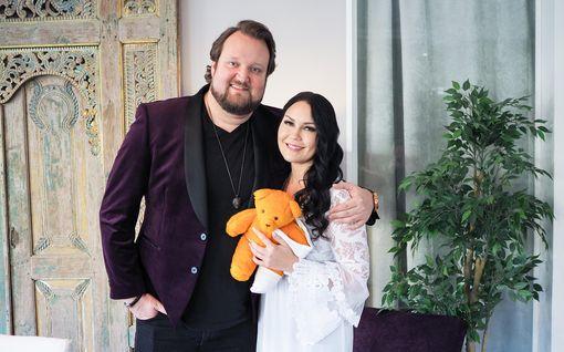 Tänään tv:ssä: Pariskunta Sami Hedberg ja Saija Tuupanen laulavat ensimmäistä kertaa yhdessä