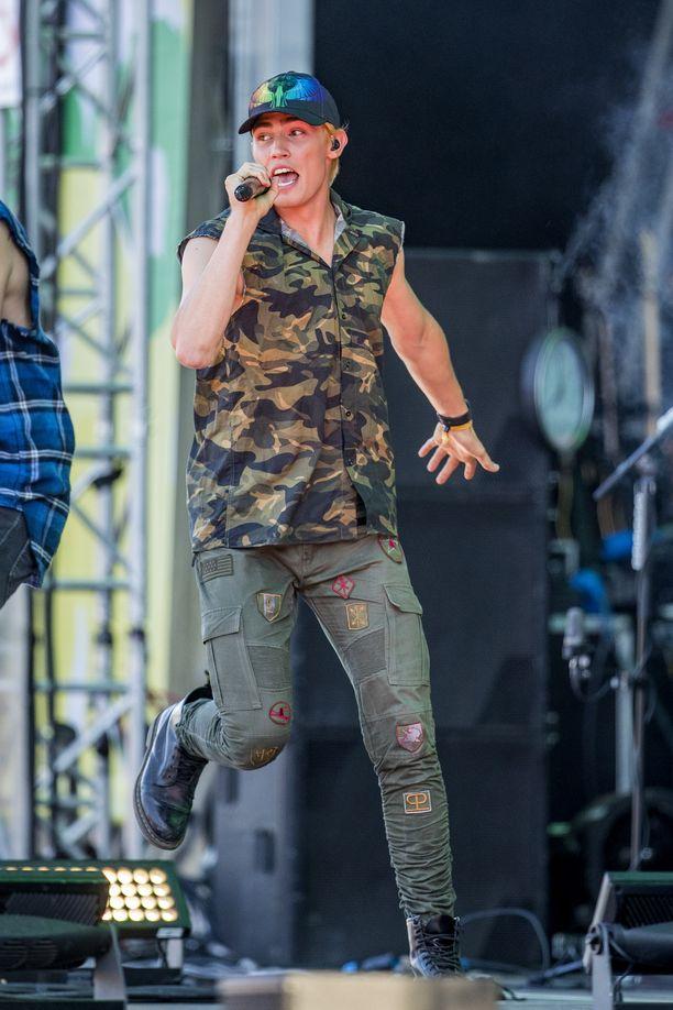 Keikkatauolla oleva Robin nousi viime kesän Ruisrockissa lavalle Samu Haberin kutsumana.