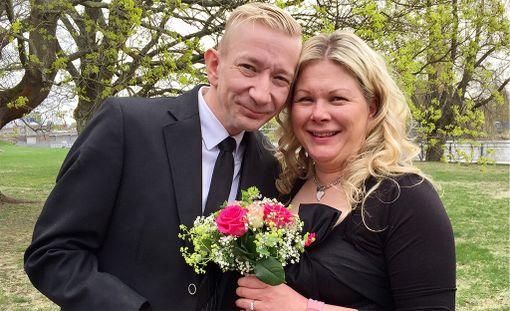 Simo Silmu ja hänen puolisonsa Päivi menivät tänään naimisiin.