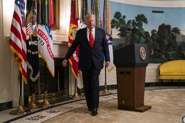 Donald Trump kertoi Isis-johtajan kuolemasta sunnuntaina järjestetyssä tiedotustilaisuudessa.