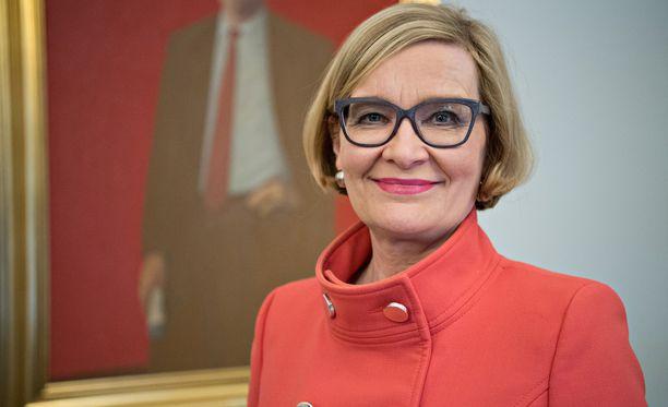 Eduskunnan puhemies Paula Risikko (kok) jatkaa edeltäjänsä Maria Lohelan (sin) työtä avokätisen, epäoikeudenmukaisen ja passivoivan sopeutumiseläkejärjestelmän lopettamiseksi.