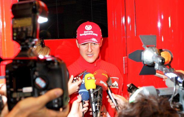 Michael Schumacherin ympärillä riitti jopa tavallista enemmän vilskettä Monacon GP-viikonloppuna 2006.