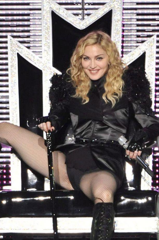 Madonna riisuuntui verkkareista vain esiintymislavalla.
