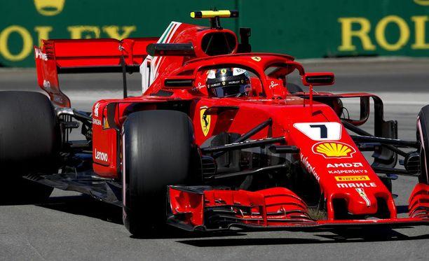 Kimi Räikkönen joutuu lähtemään sunnuntain osakilpailuun vasta kolmannesta rivistä.