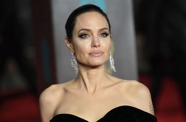 Angelina Jolie kuvattuna BAFTA-gaalassa Lontoossa helmikuussa 2018.