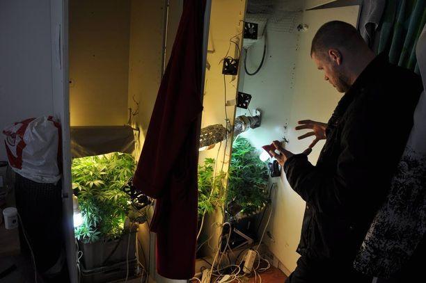 IL:n tietojen mukaan pääkaupunkiseudun huumerikostutkijoita esitettäisiin siirrettäväksi KRP:n alaisuuteen.