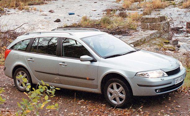 POMMI - lähes puolet kaikista 11 vuotiaista Renault Lagunoista jysähtää katsastukseen. Yleisin vika: pakokaasupäästöt, etuakselisto tai/ja ohjauslaitteet.