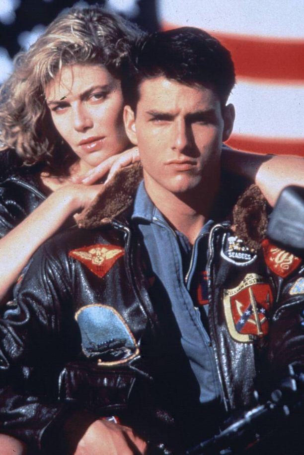 Tom Cruise ja Kelly McGillis vuonna 1986 Top Gunissa. Pari esitti rakastavaisia suosikkileffassa.