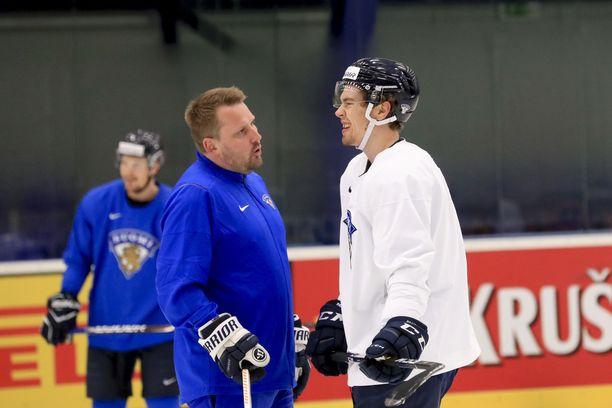 Ilman ensi kauden sopimusta oleva Juho Lammikko tuli MM-kisoihin antamaan myös näyttöjä. Loukkaantuminen on turhauttanut, mutta hyökkääjä vakuutti, että on yrittänyt mennä hymyillen eteenpäin.
