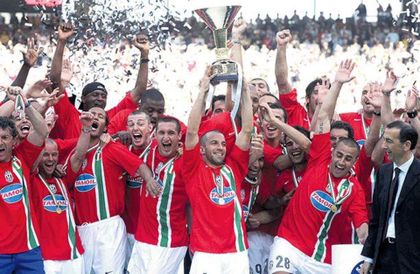 Juventukset juhlat ovat historiaa, kun seuran jättivät ensin tähtipelaajat ja nyt myös fanit.