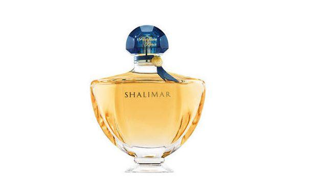3. Guerlain Shalimar (1925) Jossain vaiheessa haluat kokeilla äidin parfyymia. Ikonisessa Shalimarissa tiivistyy ranskalaisuus. Tämä tuoksu leijuu ilmassa niin teattereissa kuin oopperoissakin.