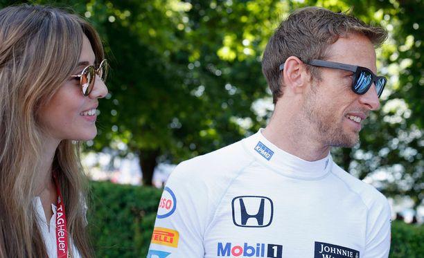 Jenson Button ja vaimonsa Jessica joutuivat elokuun alussa ryöstön kohteeksi.