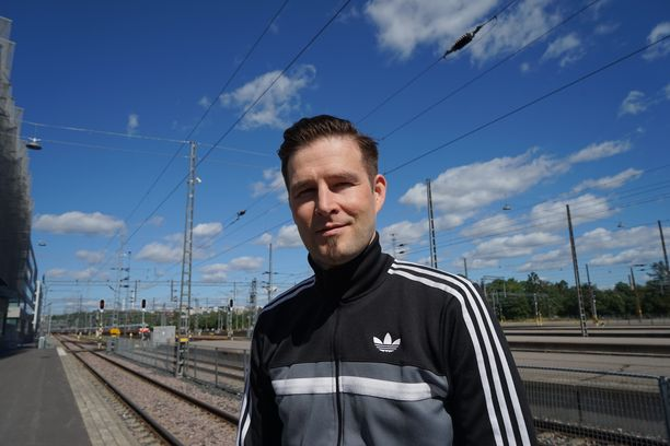 Darude asuu Michelle-vaimonsa kanssa Suomessa. Pariskunnalla on kaksi lasta.