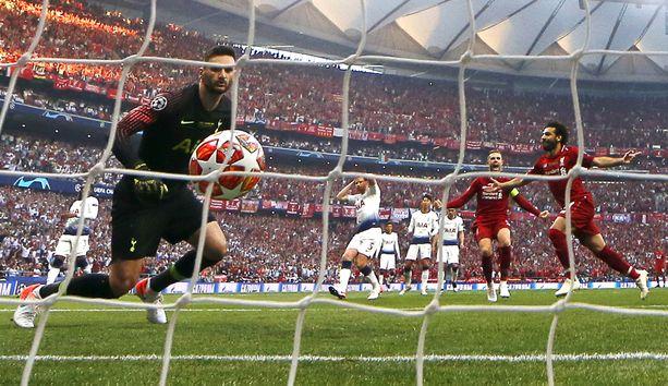 Mo Salah pommitti Liverpoolin johtoon vajaan kahden minuutin pelin jälkeen.