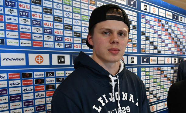 Kasperi Kapanen kolmannen polven jääkiekkoilija: isoisä Hannu pelasi SM-liigassa ja isä Sami kiekkoili myös NHL:ssä.