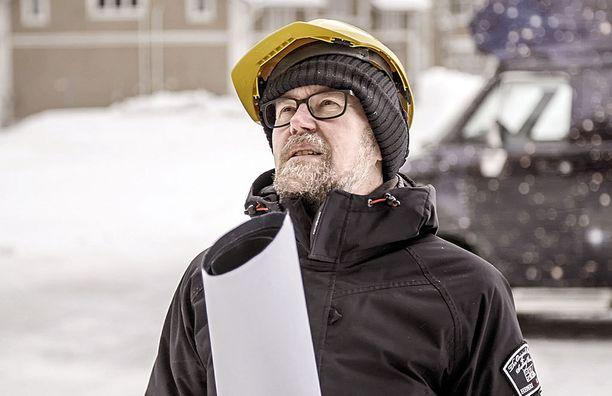 Esko Valtaoja on yksi sarjan asiantuntijoista.